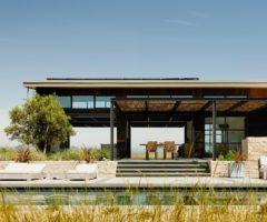 Big & Bright: una casa straordinaria immersa nella natura californiana