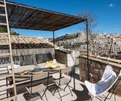 Vacanze Italiane: Casa Gaia, una terrazza con vista sui tetti di Modica