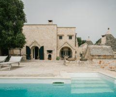 Vacanze Italiane: ampi spazi per un trullo salentino dal grande appeal