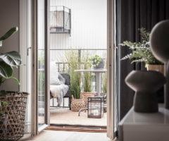 Interior Inspiration: un appartamento aperto su un piccolo balcone pronto per la primavera