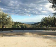 Sognando l'estate: una villa siciliana con vista sul mare e sulla campagna