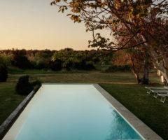 Vacanze Italiane: una masseria in pietra leccese che ruota attorno ad un cortile