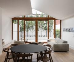 Interior inspiration: una casa piccola abbracciata dalla luce
