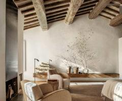 Vacanze italiane: un borgo toscano ristrutturato per ospitare l'arte e il design